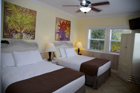 Boat House Cottage - 2 bedrooms - One king bed bedroom - 2 Queen beds in other room