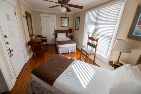 Cayo Costa Room - Historic Lodge - two twin beds