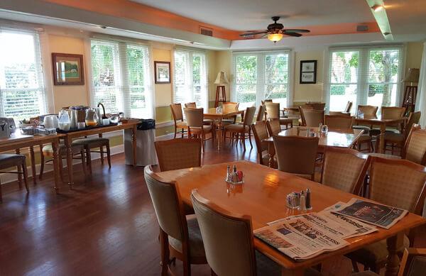 tarpon-lodge-pine-island-dining-area
