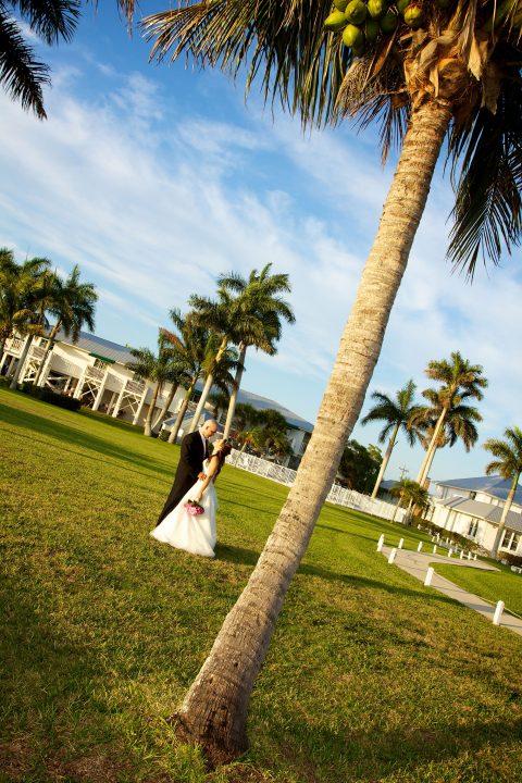 tarpon-lodge-weddings-couple